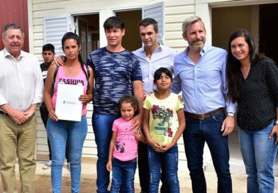 Se entregaron nuevas viviendas para familias afectadas por la inundación